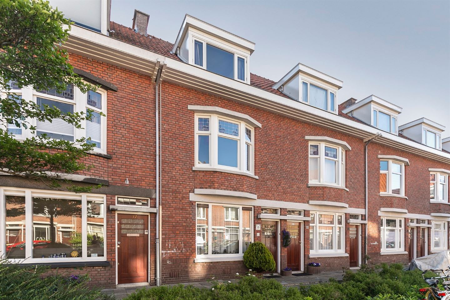 View photo 1 of Ernest Staasstraat 35