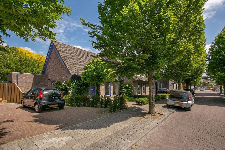 View photo 2 of Burgemeester van Campenhoutstraat 6