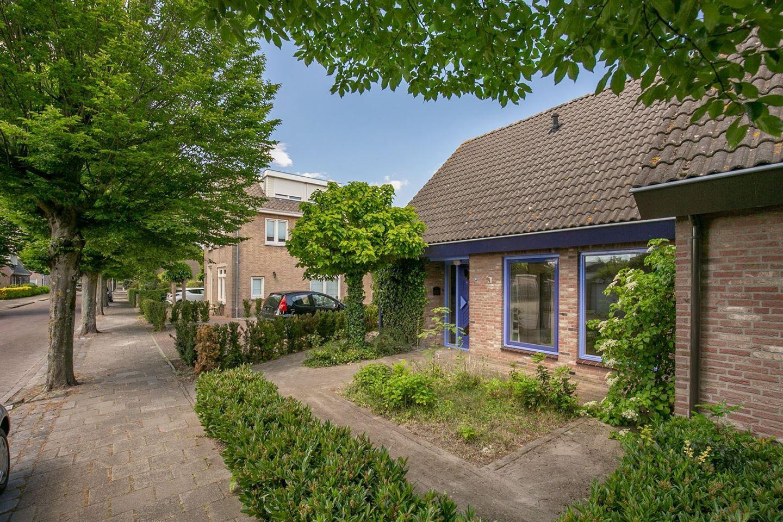 View photo 3 of Burgemeester van Campenhoutstraat 6