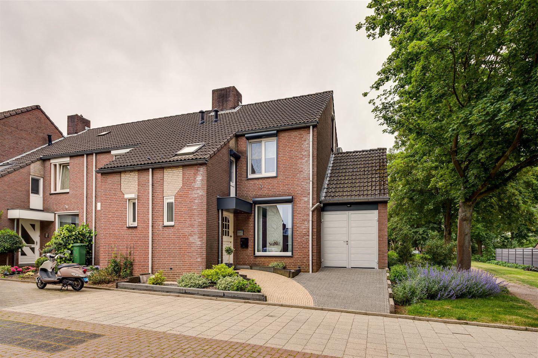 Bekijk foto 1 van Burgemeester Van Laarstraat 36