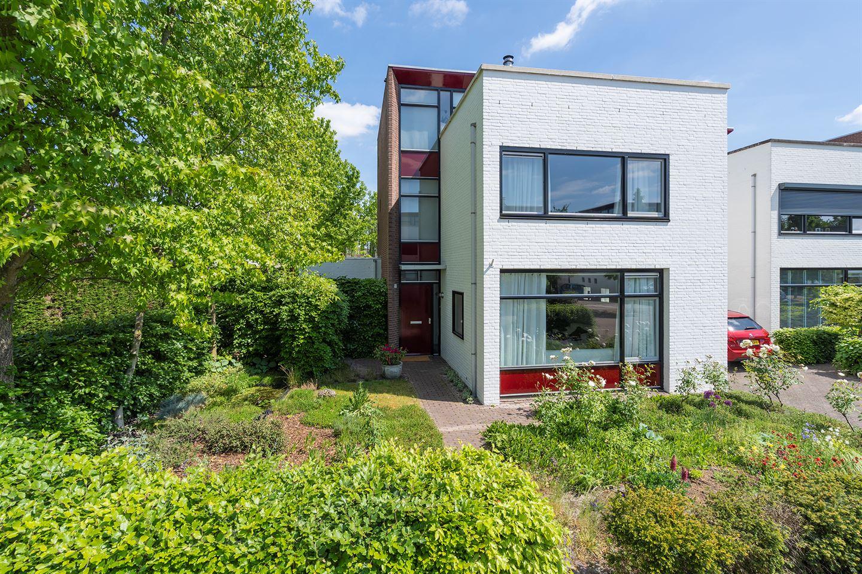 View photo 1 of Middenhofstraat 12