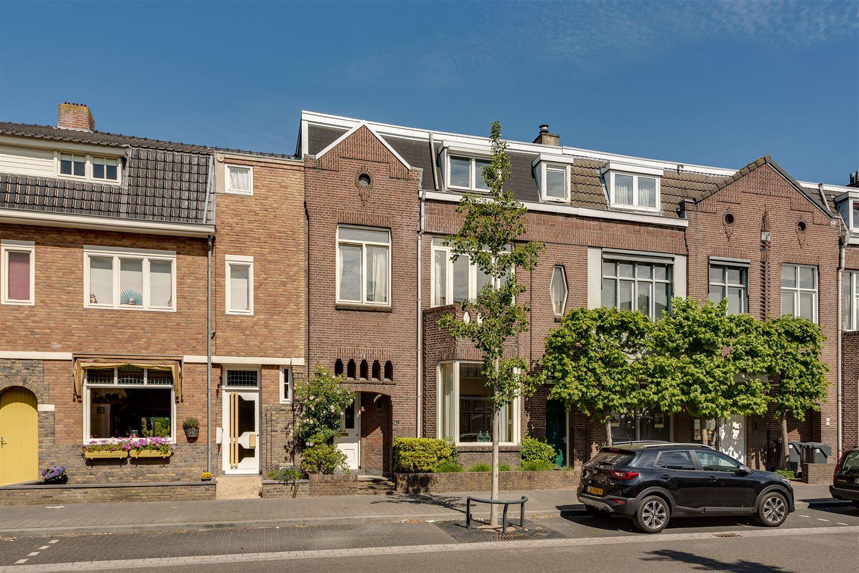View photo 2 of Graaf Huynlaan 10