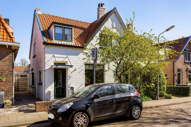 View photo 2 of Emmastraat 14