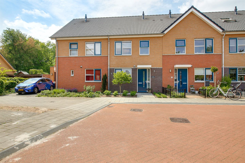 Bekijk foto 2 van Dokter van Gelderweg 24