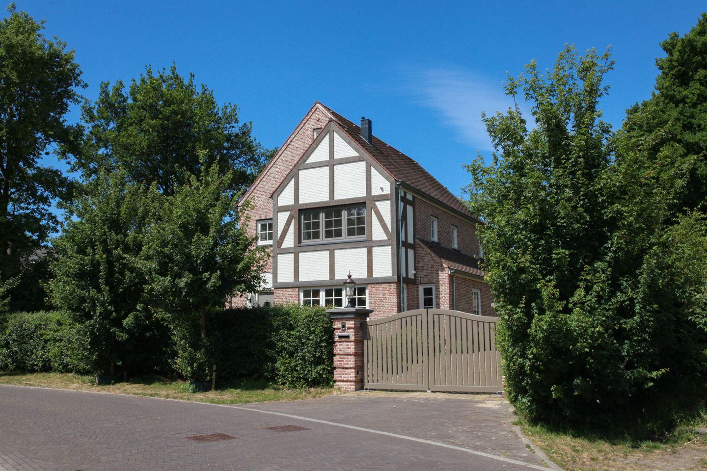 View photo 1 of Gezina van der Molenlaan 2