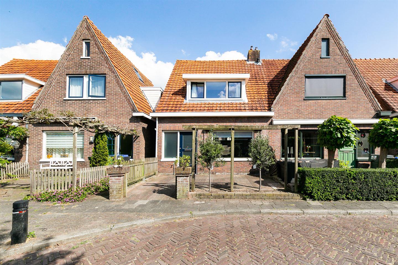 Bekijk foto 1 van M A de Ruyterstraat 8