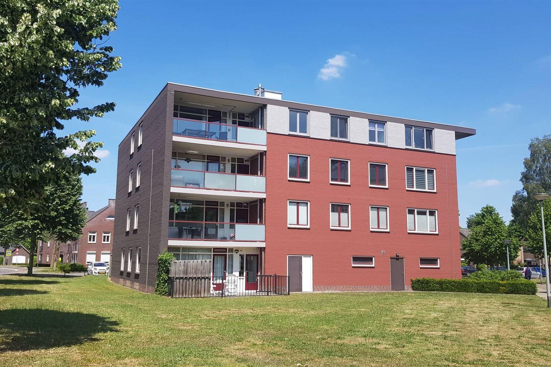 Bekijk foto 1 van Zwaluwstraat 143