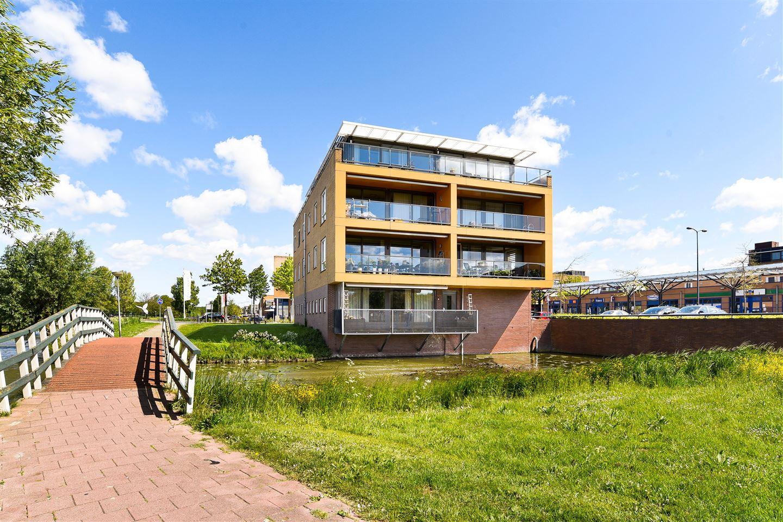Bekijk foto 2 van Vijverhof 12