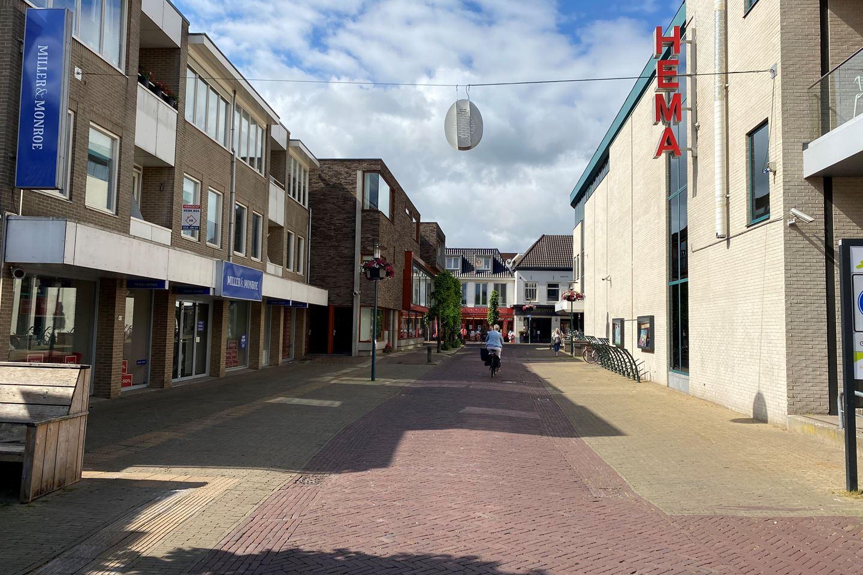 Bekijk foto 4 van Raadhuisplein 42