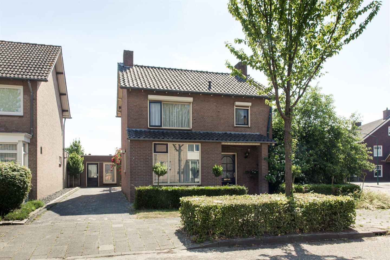 Bekijk foto 1 van Pastoor Lathouwersstraat 3