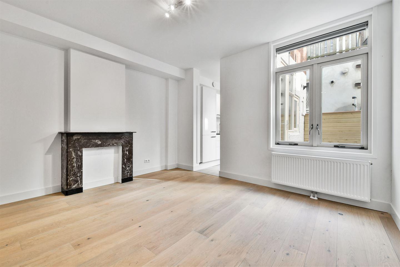 Bekijk foto 3 van Egelantiersstraat 107 huis