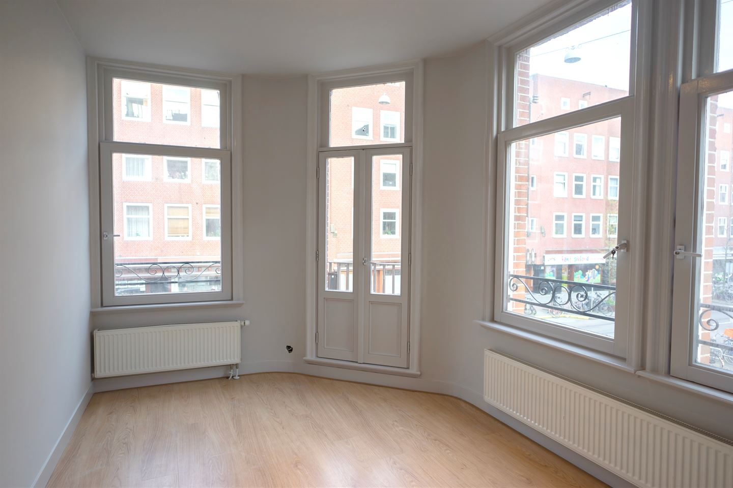 View photo 1 of Witte de Withstraat 125 2