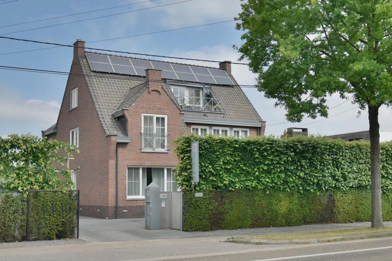 Bekijk foto 1 van Maastrichtersteenweg 77 Maaseik BELGIË