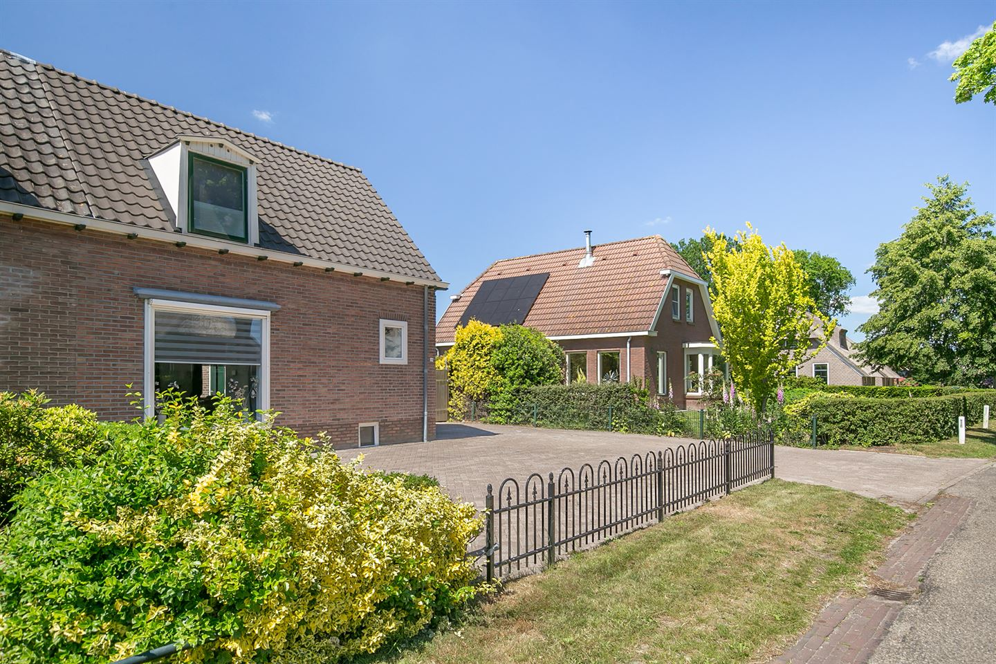 View photo 4 of Armstraat 19