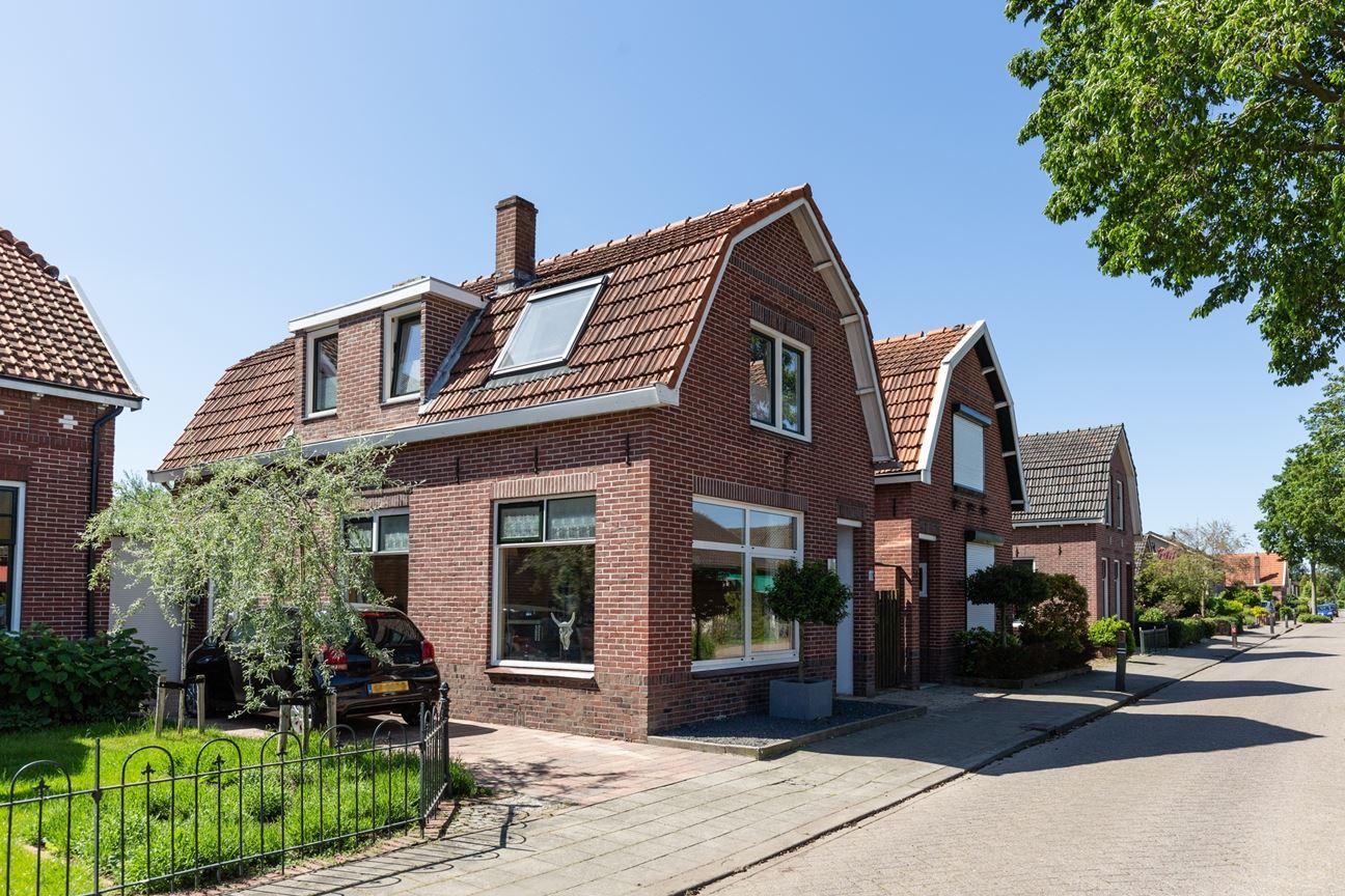 Bekijk foto 2 van Freule van Dorthstraat 49