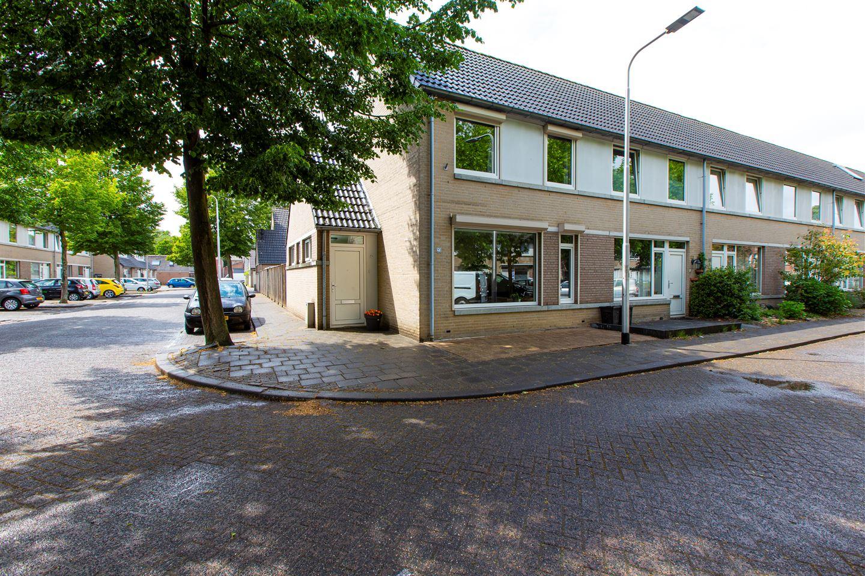 Bekijk foto 1 van Gerard van Nuenenstraat 23