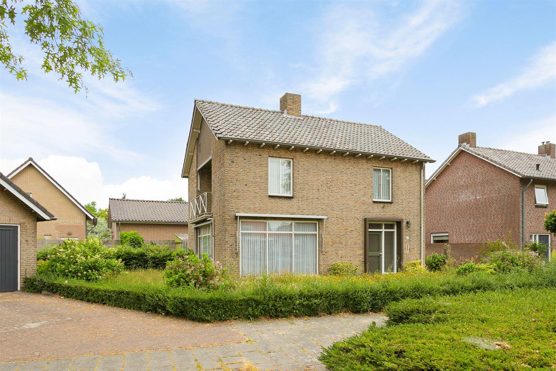 Bekijk foto 2 van Eindhovenseweg 4
