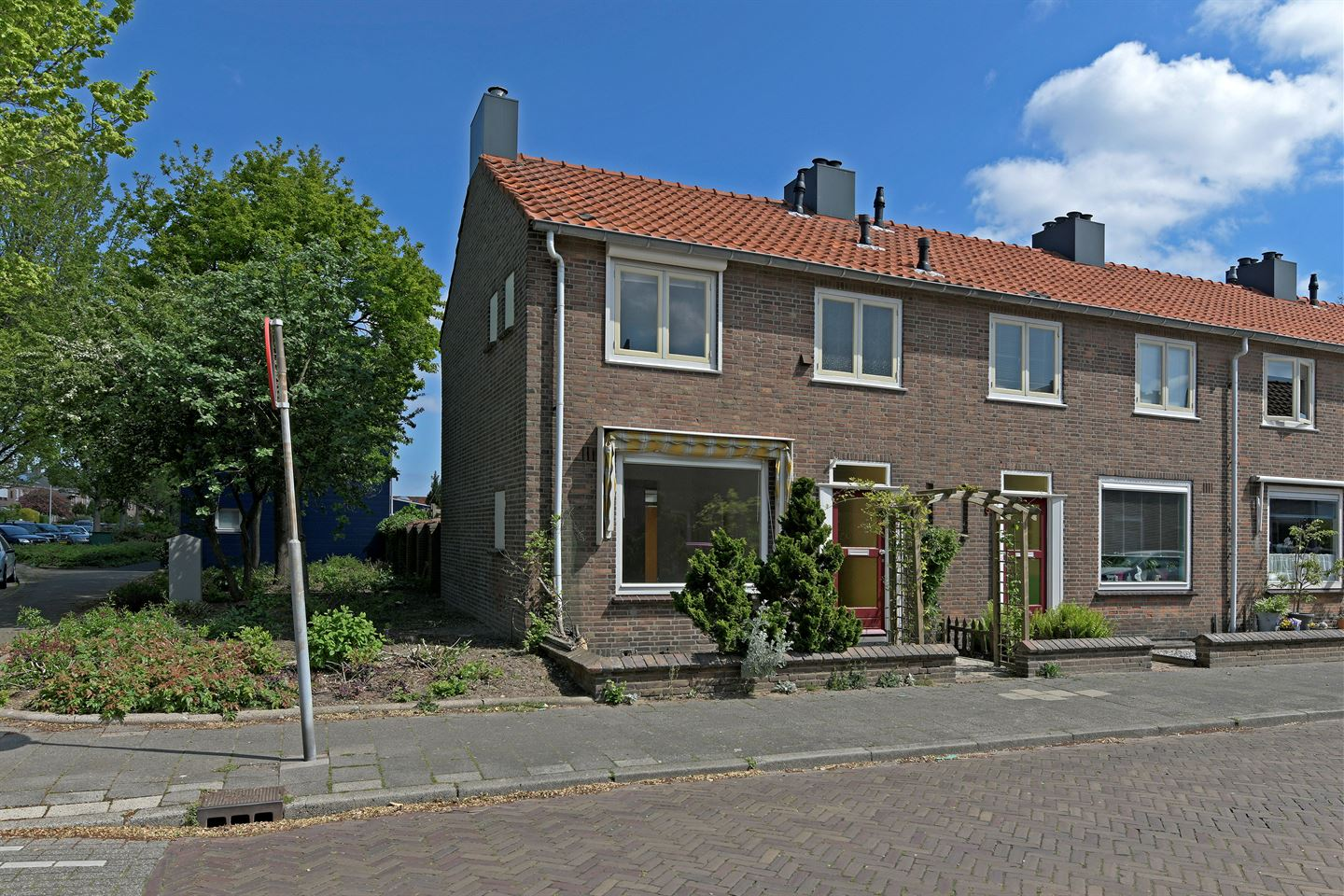 View photo 1 of Zeedistelstraat 7