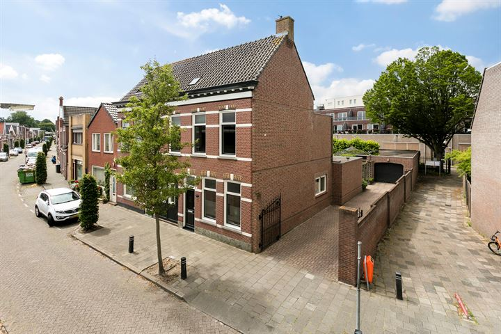 Damstraat 75