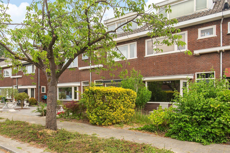 Bekijk foto 1 van Van Brienenoordstraat 13