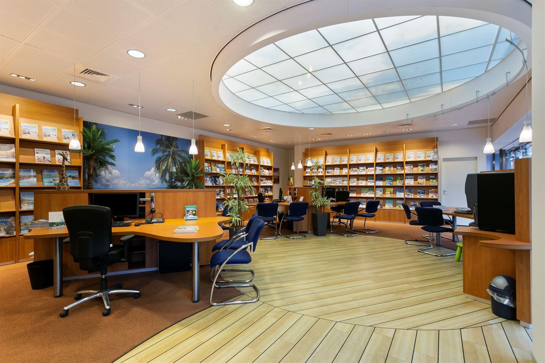 Bekijk foto 2 van Winkelcentrum Woensel 354
