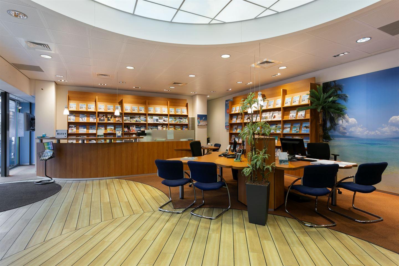 Bekijk foto 4 van Winkelcentrum Woensel 354