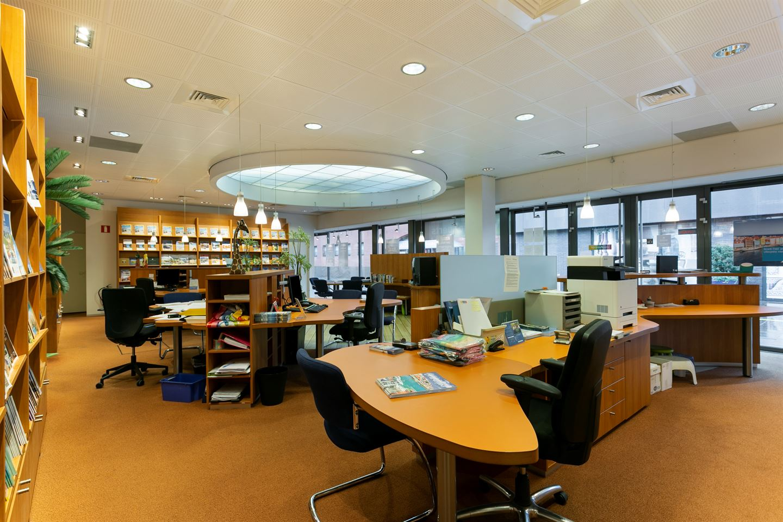 Bekijk foto 5 van Winkelcentrum Woensel 354