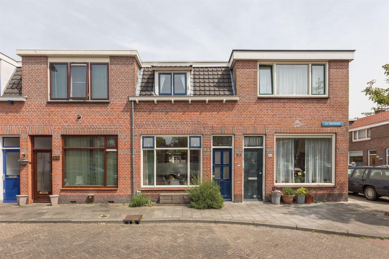 Bekijk foto 1 van Van der Helststraat 46