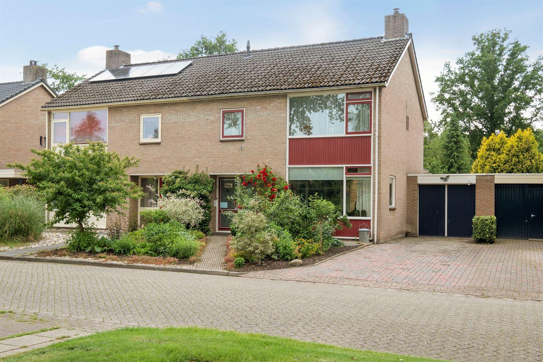 Bekijk foto 1 van Wethouder Iwe Hutstraat 126