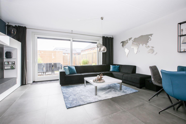View photo 2 of Dirkstraat 16