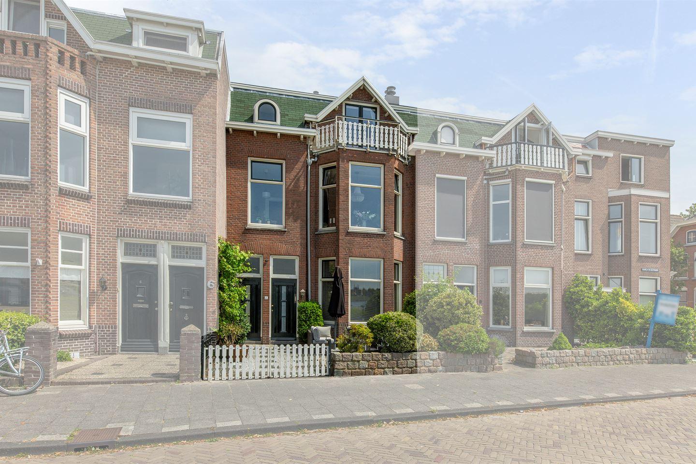 Bekijk foto 1 van Burg. Van der Lelykade 7