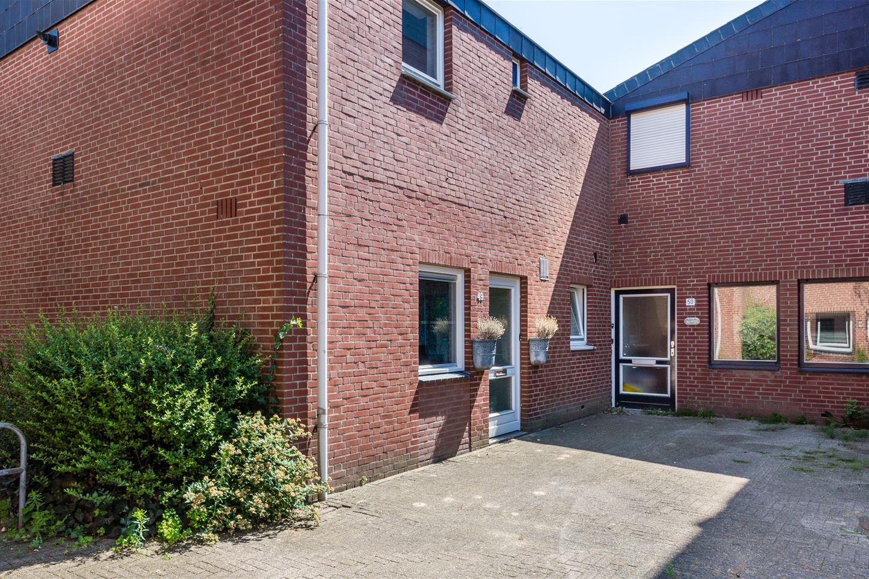 View photo 2 of Heidehof 49