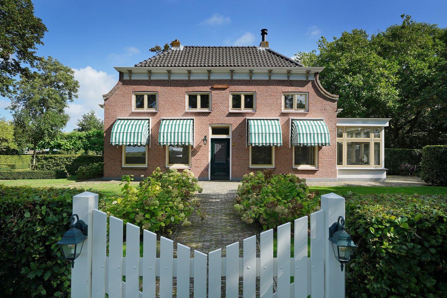 View photo 2 of Donkereweg 3