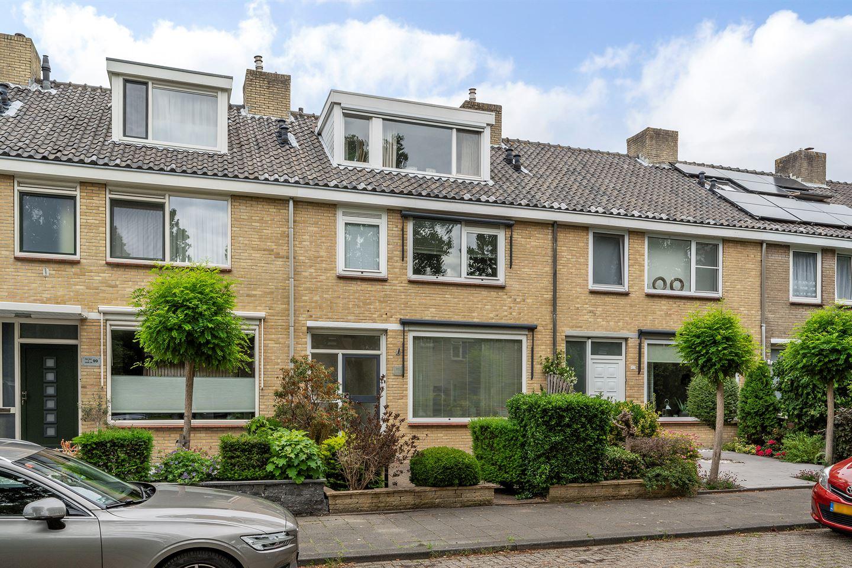 Bekijk foto 1 van Ernst Casimirstraat 101