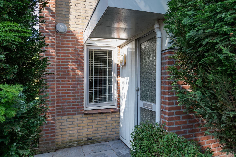 View photo 3 of Emmastraat 81