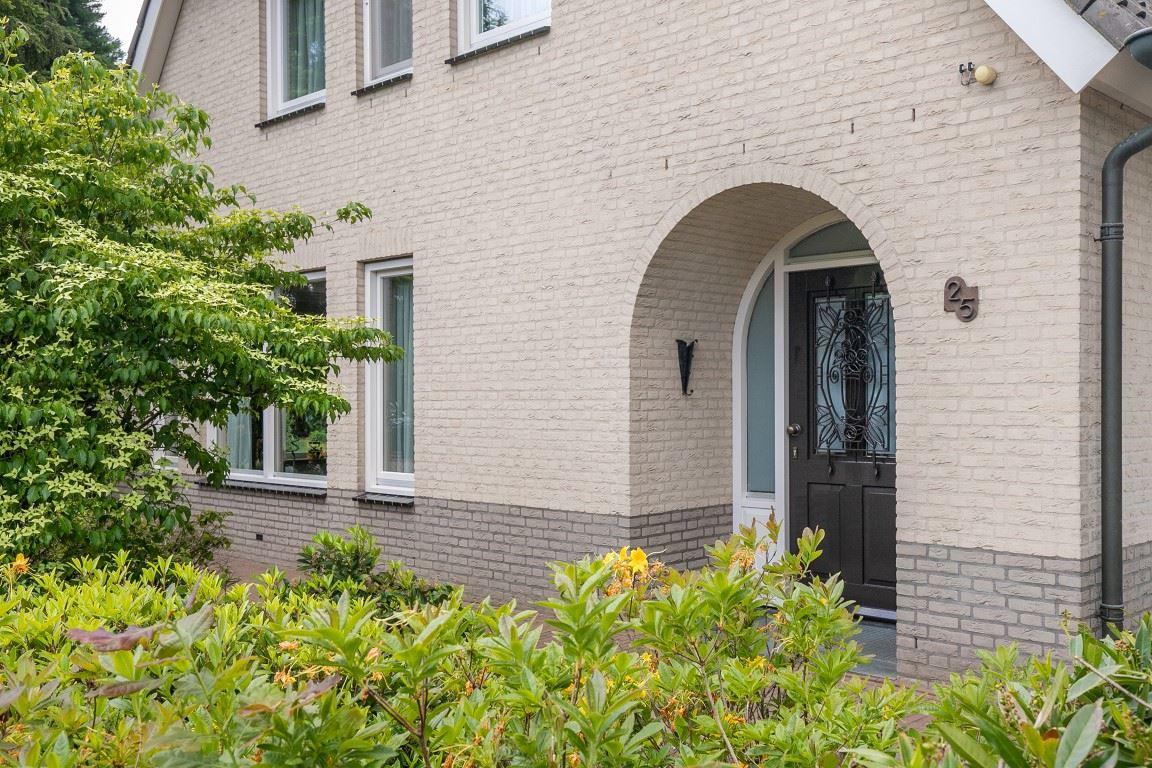Bekijk foto 4 van van den Berghstraat 25