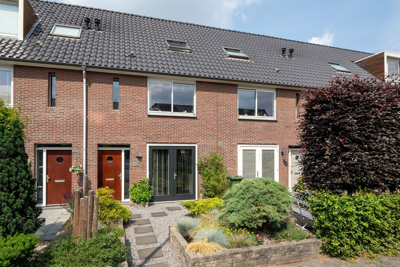 Bekijk foto 1 van Bart van der Leckstraat 11