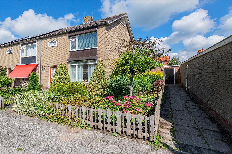 Bekijk foto 1 van van Oldenbarneveldstraat 21