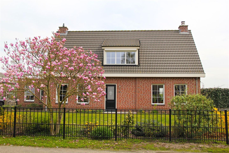 View photo 2 of Beatrixweg 32