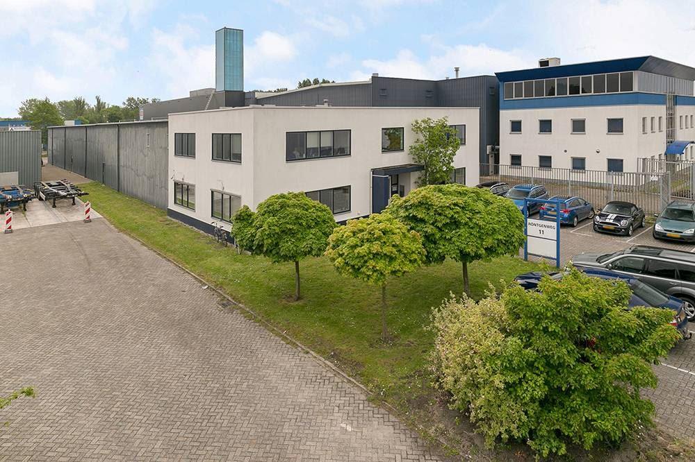 Bekijk foto 1 van Röntgenweg 11 .
