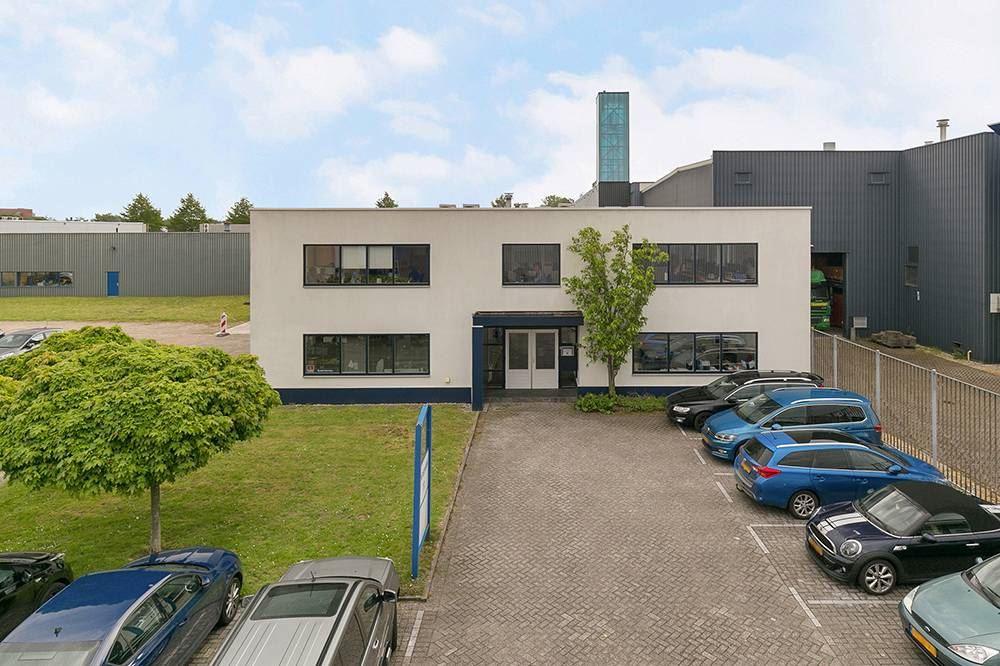 Bekijk foto 2 van Röntgenweg 11 .