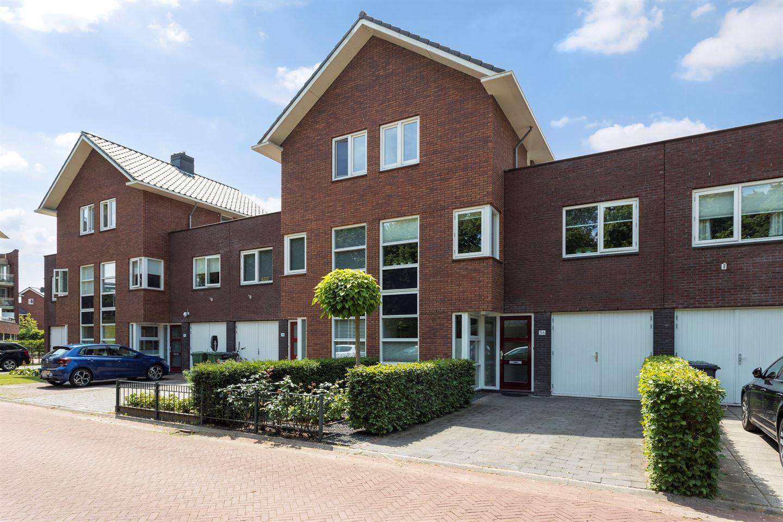 Bekijk foto 2 van Willem van Leusdenlaan 36