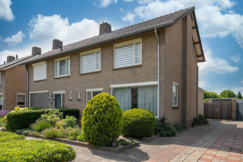 Bekijk foto 1 van Willem van Oranjelaan 27
