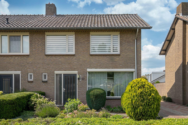 Bekijk foto 2 van Willem van Oranjelaan 27