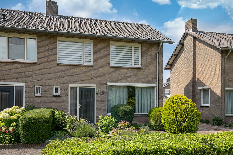 Bekijk foto 4 van Willem van Oranjelaan 27