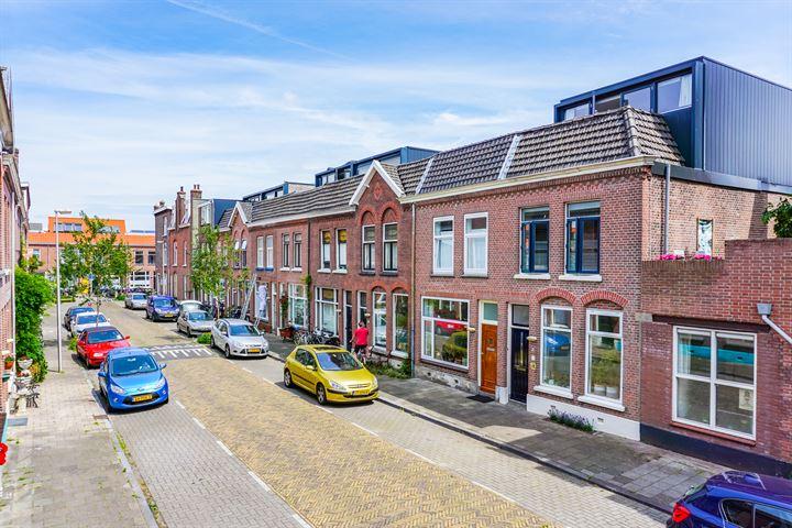 Van Limburg Brouwerstraat 1