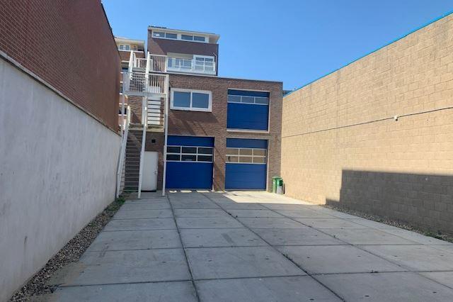 Bekijk foto 2 van Treilerweg 45