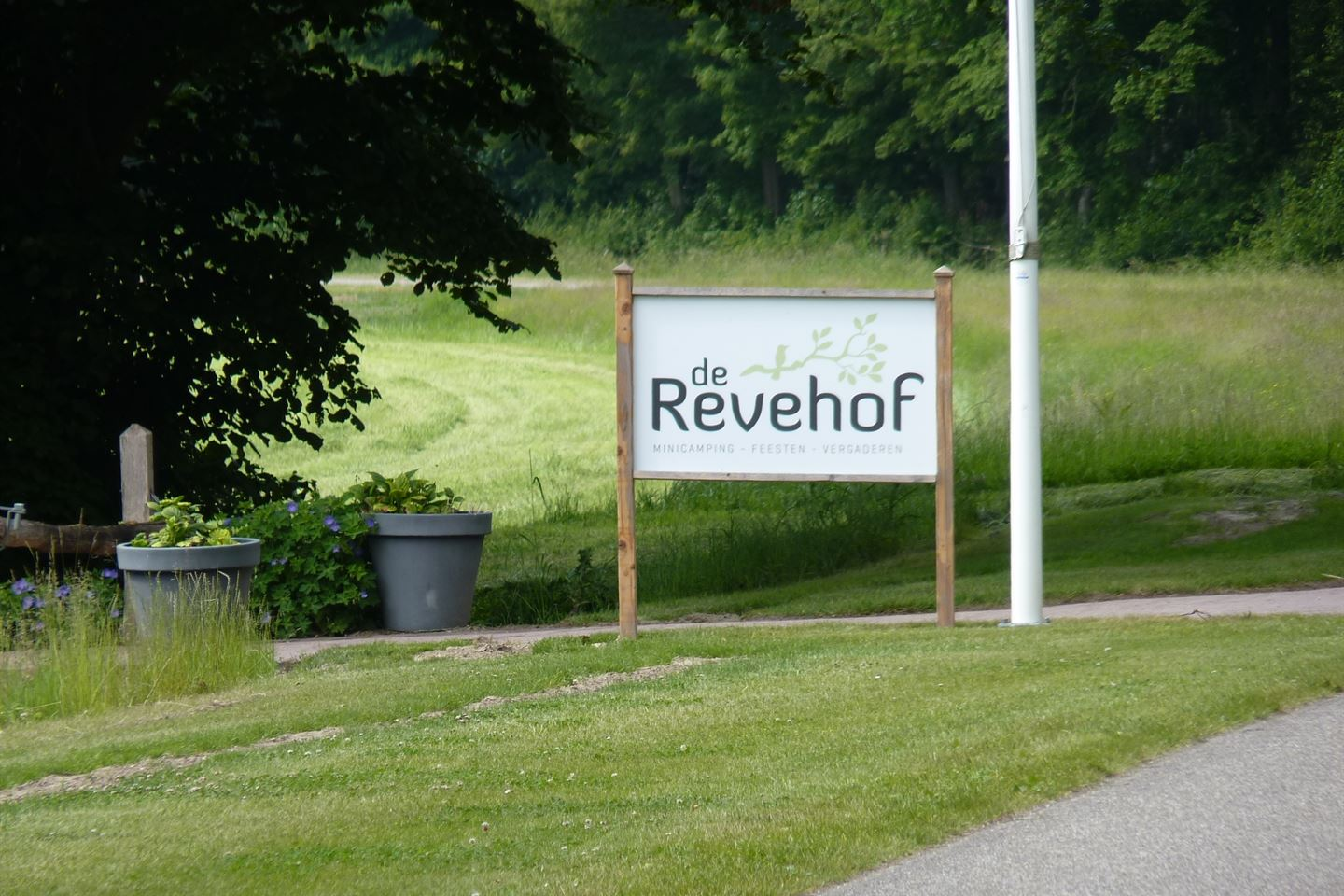View photo 1 of Reveweg 8
