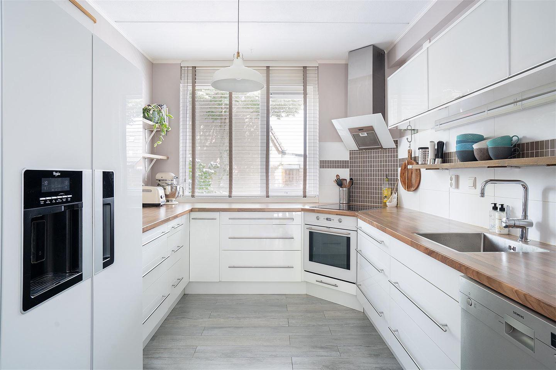 View photo 3 of Aart van der Leeuwstraat 41