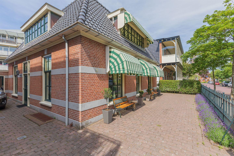 View photo 2 of Brederodestraat 4